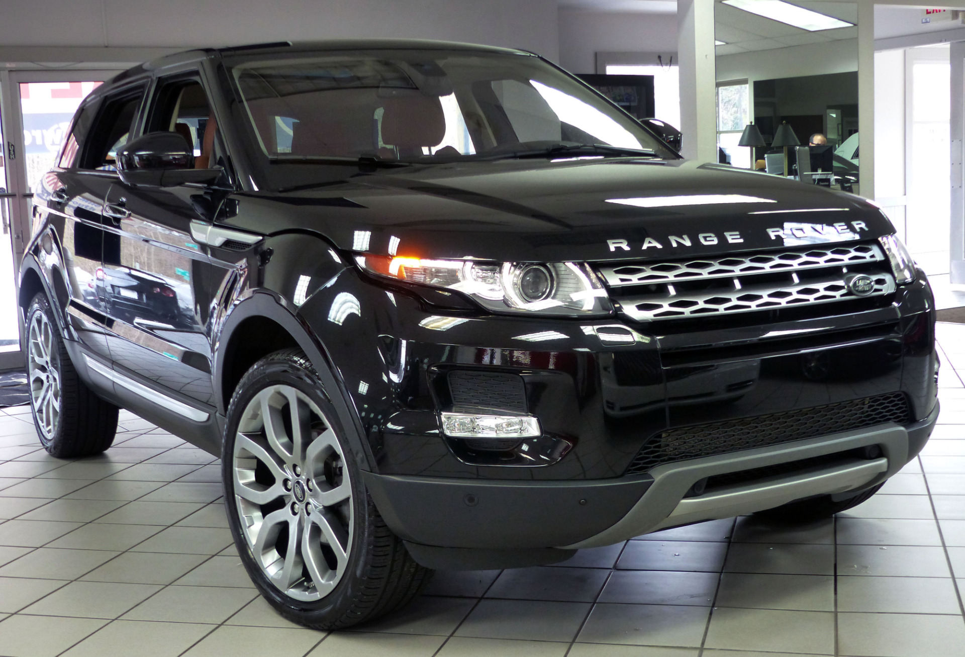 used 2015 land rover range rover evoque prestige. Black Bedroom Furniture Sets. Home Design Ideas